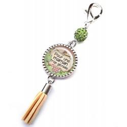 Bijoux de sac, porte clés, pompon, bijoux cabochon, une maman trop géniale