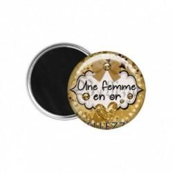 Magnet, aimant, 58mm, coffret cadeau inclus, cadeau personnalisé, une femme en or